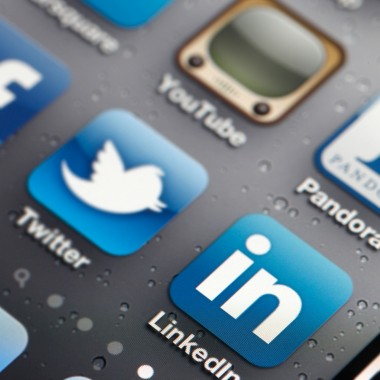 How Web Designer Should Use Social Medias?