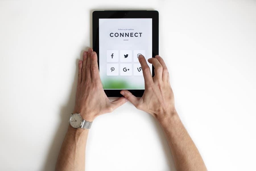 Social Media Statistics Discovery
